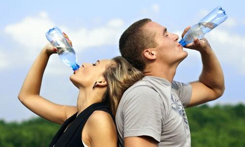 boire suffisamment d 39 eau au quotidien mieux consommer lebondrive. Black Bedroom Furniture Sets. Home Design Ideas